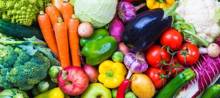 人間の体に欠かせないビタミンは、摂りすぎても過剰症となりますが、次のうち一般的に摂りすぎても過剰症にならないのはどれ?