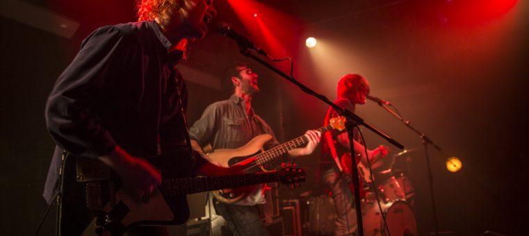 毎年12月22日に「冬至の日ライブ」と称して無料ライブを開催する音楽デュオは何?
