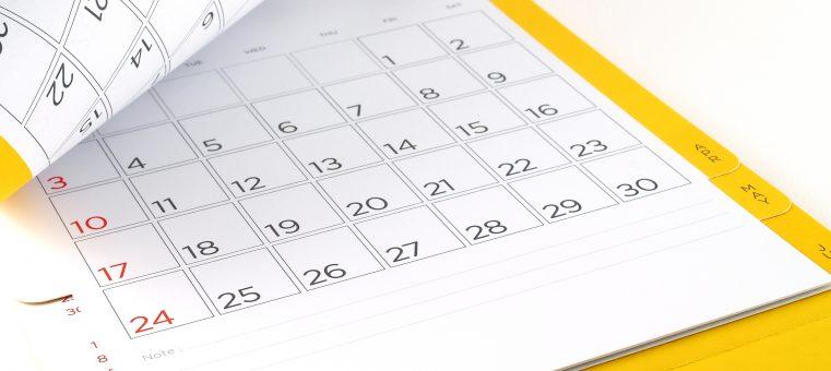 12月となりカレンダーが売れる時期ですが、プロ野球の阪神タイガースが2010年に発行した「2011年カレンダー」にあった間違いは次のうちどれ?