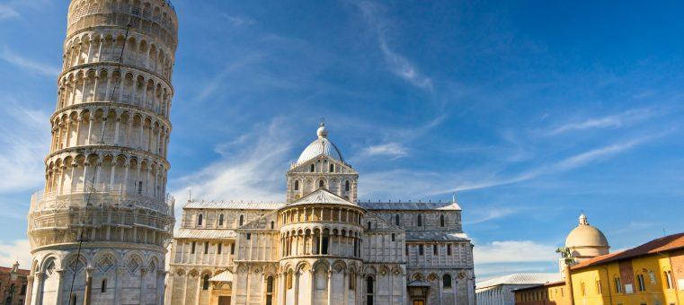 「ピサの斜塔」で知られる、イタリアの都市・ピサの国際空港の愛称に名前がつけられている人物は誰?