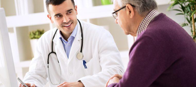 1月12日、アメリカ医師会で日本人研究者・津川友介氏が発表した論文によると、「ある医師」に見てもらうと死亡率が下がるとのことでした。さて、それは次のうちどれ?