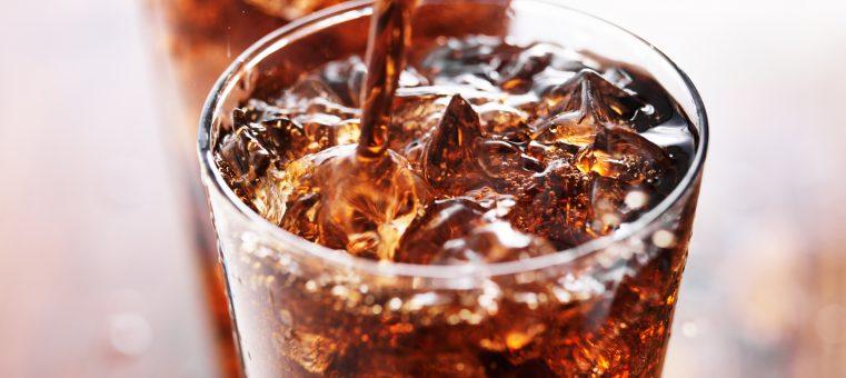 世界中で飲まれている「コカ・コーラ」と「ペプシコーラ」の考案者は、いずれも「ある職業」の人物ですが、その職業は何?