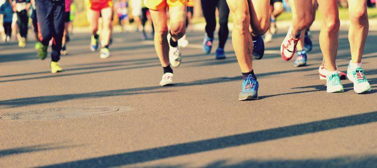 2月26日に行われた東京マラソンで、2時間3分58秒の大会記録で優勝したケニア人選手は誰でしょう?